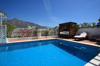 Apartamento tico con piscina privada en venta milla de for Atico con piscina privada