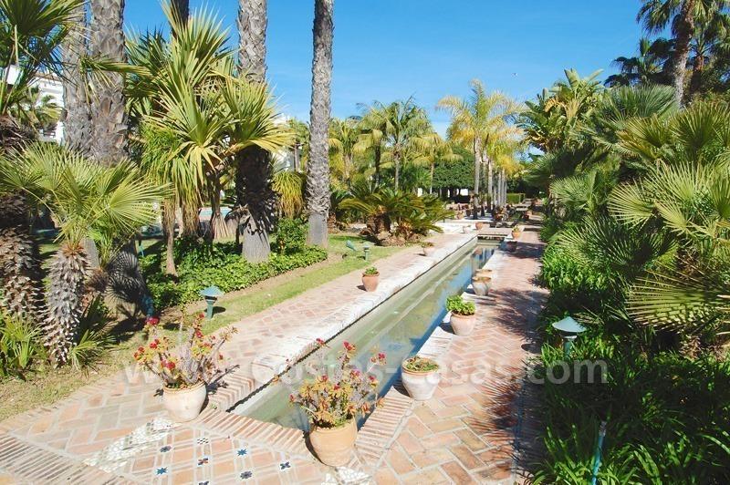 Baños Romanos En Manilva: en un complejo situado en primera línea de playa en la Milla de Oro