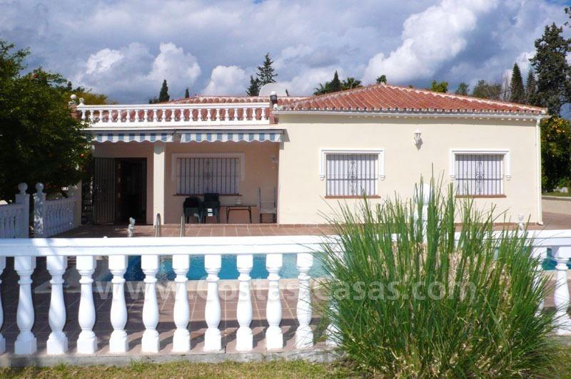 Oportunidad villa a la venta en marbella oeste for Villa jardin lanus oeste