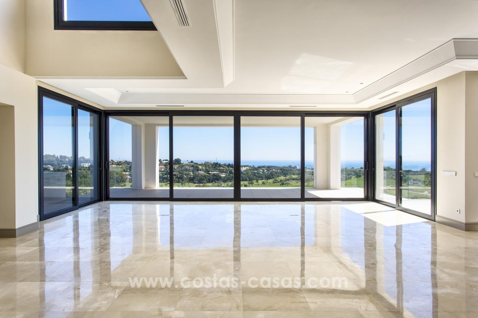 Nueva villa moderna venta vistas al mar en benahavis marbella for Villa moderna