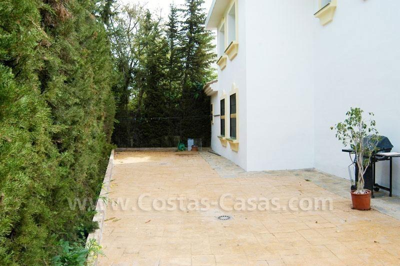 Ganga villa andaluz a la venta marbella oeste for Villa jardin lanus oeste