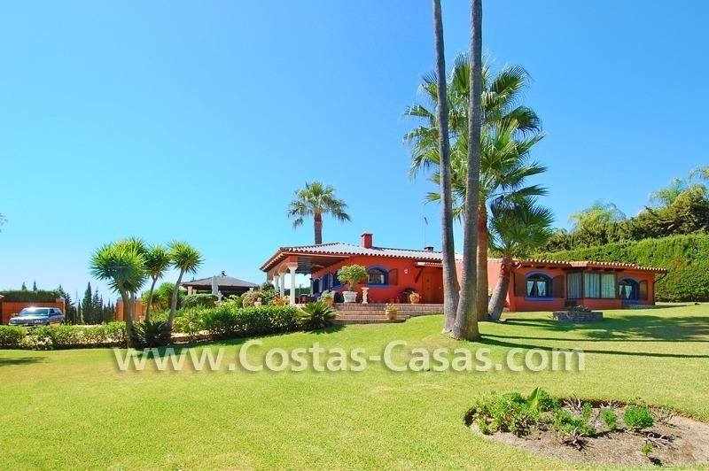 Bonito chalet r stico en venta puerto ban s marbella benahav s for Villa jardin lanus oeste