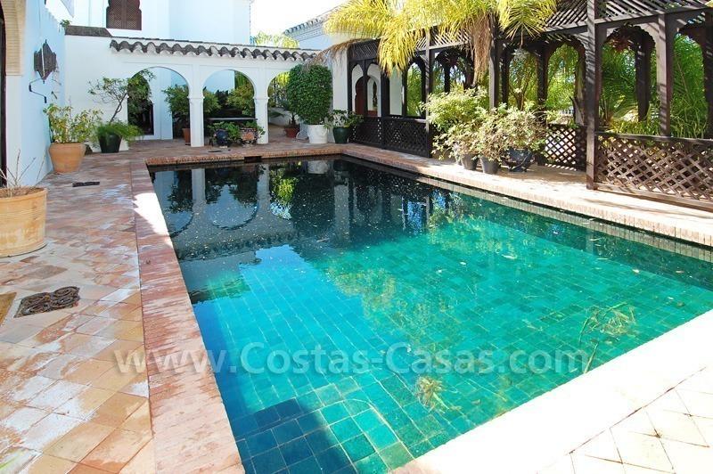Baños Estilo Andaluz:Casa doble de estilo morisco-andaluz a la venta en la Milla de Oro