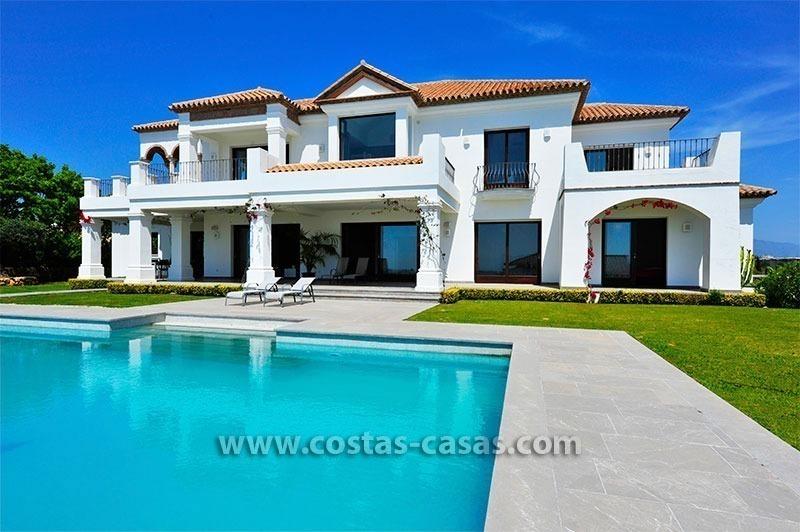 Villa de lujo de estilo moderno andaluz en venta complejo golf marbella estepona - Casas de lujo en marbella ...