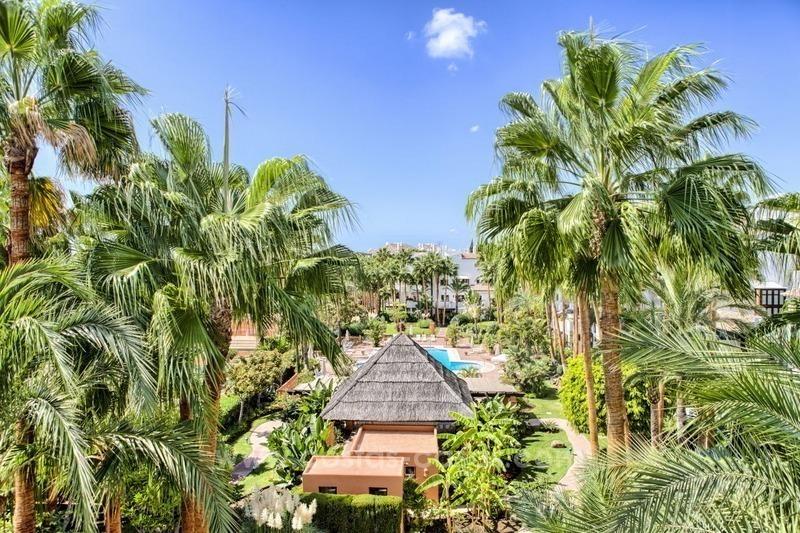 Baños Romanos En Manilva:Apartamento ático en venta en Puente Romano, Milla de Oro, Marbella 1