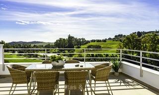 Nuevos, modernos y exclusivos adosados de golf con espectaculares vistas al golf y mar en venta, Estepona!